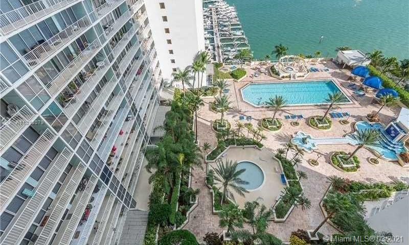 Great 180 grades view directly to the Ocean/Biscayne view. Condo of 2/2 + extra large balcony. 24 Ho