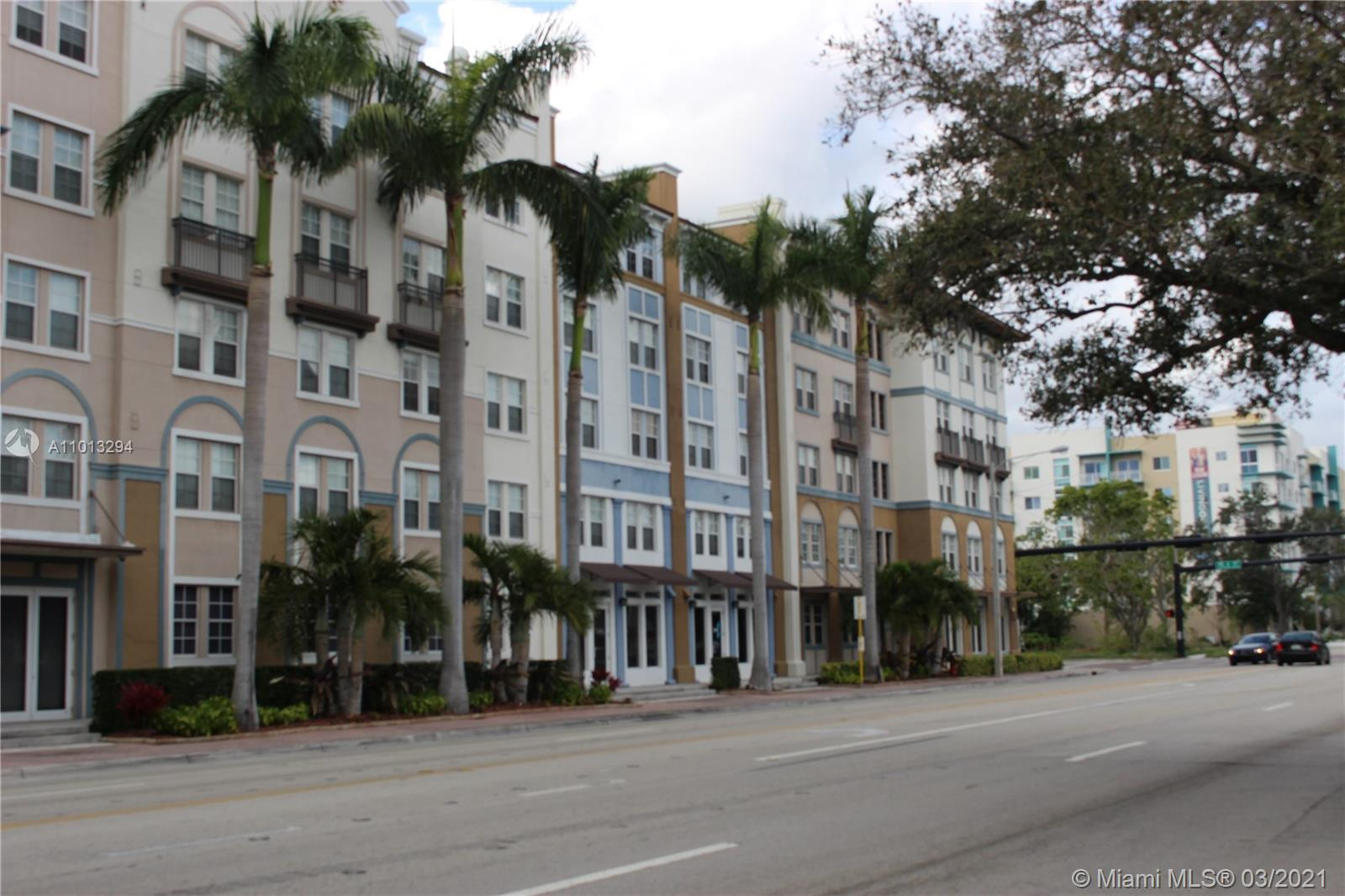 A Simple Life! Enjoy Ft Lauderdale, Las Olas area. Building has all the Amenities, heated pool, exer