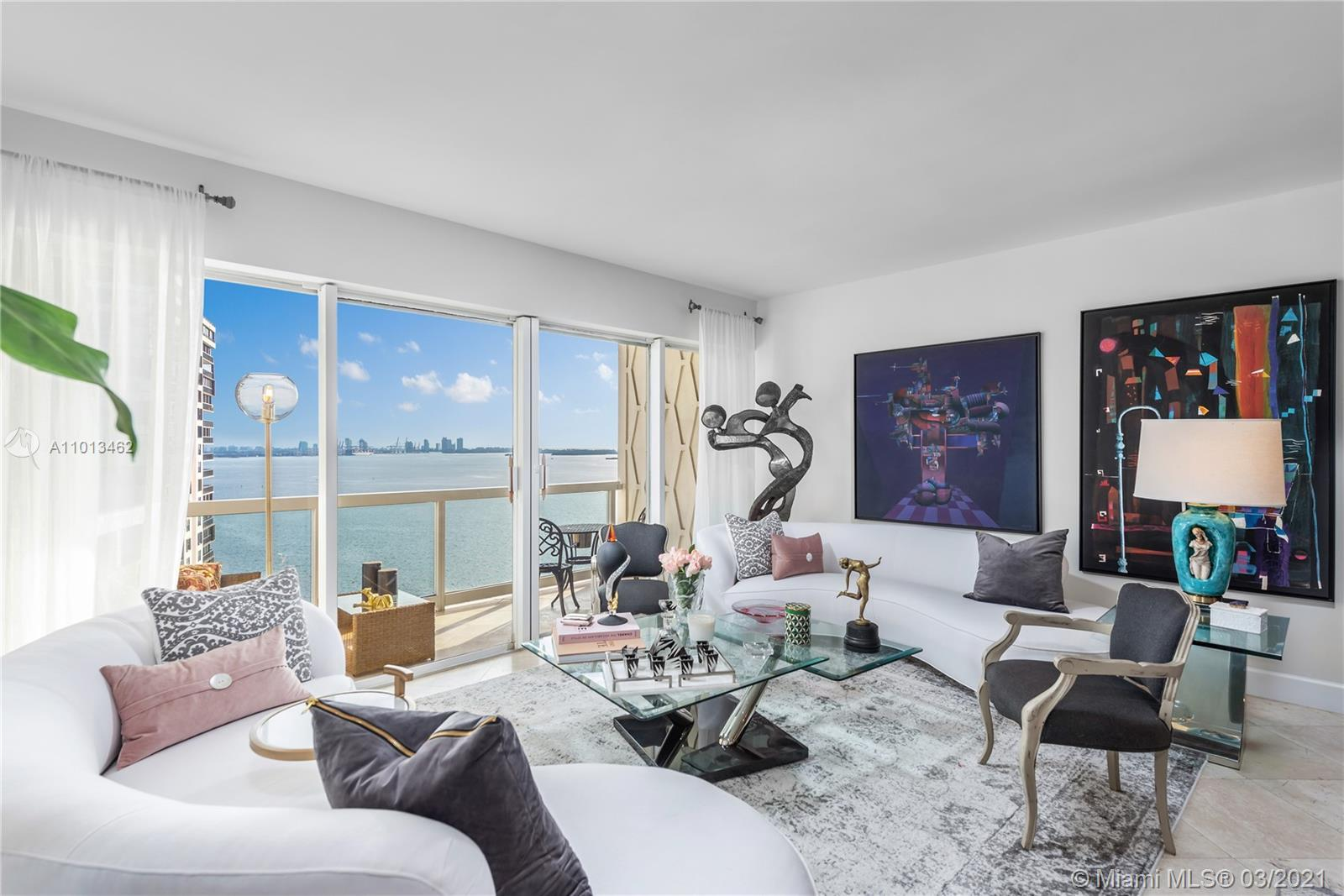 Breathtaking water views from this updated residence at Brickell Townhouse. With over 1,000 sq ft, t