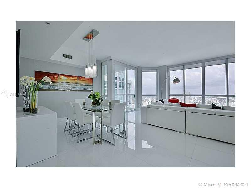 Must see Lower Penthouse, amazing value in this spacious 3 Bedroom 48 floors into the skyline. Enjoy