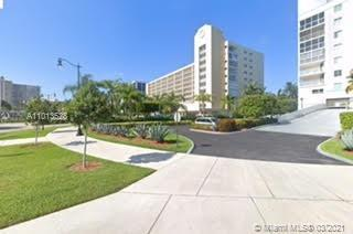 GREAT LOCATION SUNNY ISLES BEACH WALK TO THE BEACH LESS THAN 2 BLOCKS, JACUZZI, HEATED POOL, SECURE