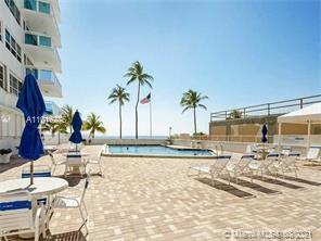 Beautiful 2 bed/2bath unit with balcony with ocean and city/intracostal views. Ready to move in. Uni
