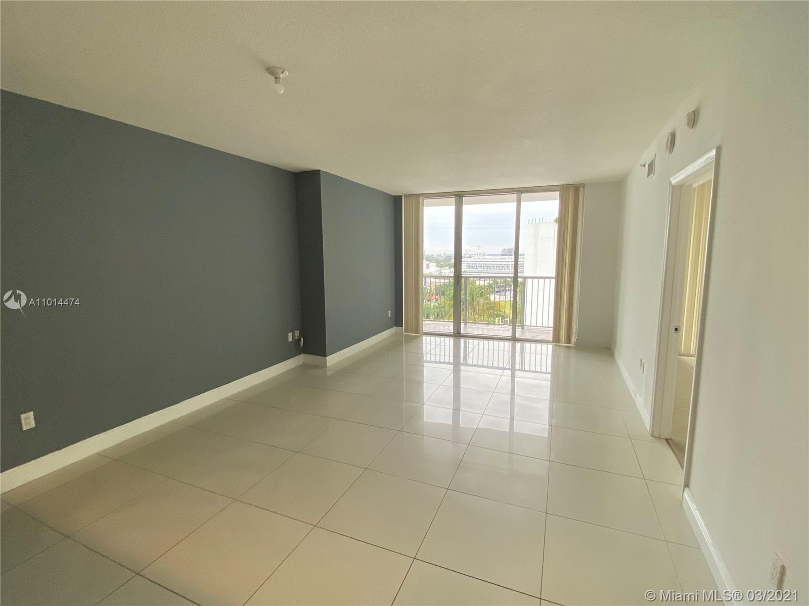 PRICED TO SELL!  COZY UNFURNISHED 791 SF 1 BED / 1 BATH UNIT IN VIBRANT EDGEWATER! ENJOY CITY AND PO