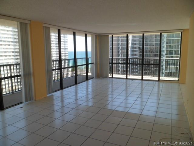 """""""Instant Income"""" Buy Now!      Tenant Occupied     2 Br with a Den, 2 Bath Corner Unit Steps to the"""