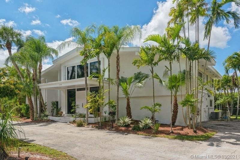 Beautifully Pinecrest two story home 5 Bedroom 4 1/2 Bath plus office!! Incredible location in a cal