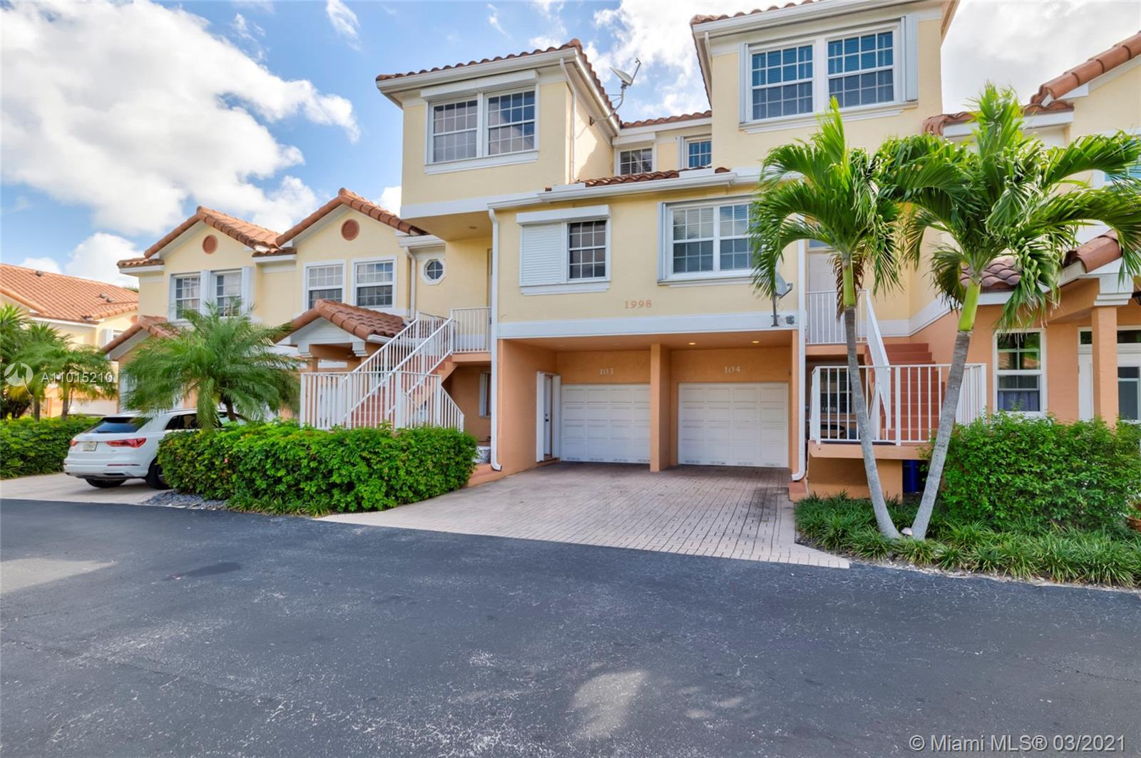 Very spacious 3 bedroom 3 1/2 bath townhome, one block from the beach, and a 3-minute walk to downto