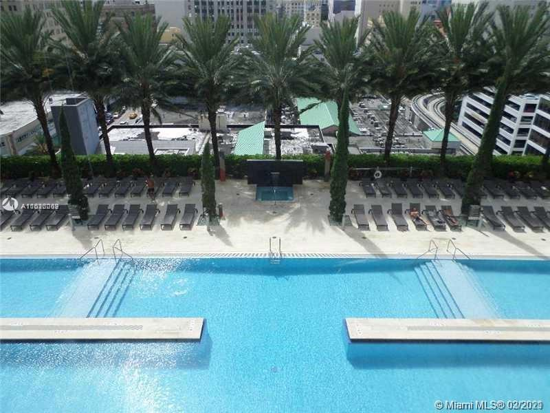 A one bedroom on one of the best building in Downtown Miami. Amenities galore !!! Granite counters s