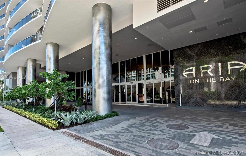Stunning ARIA ON THE BAY unit with beautiful city views. Unit is a has 2BED/2.5BATHS and has a split