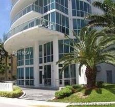 Fantastic apartment, great building and dynamic location! Live close to everything in this bright an