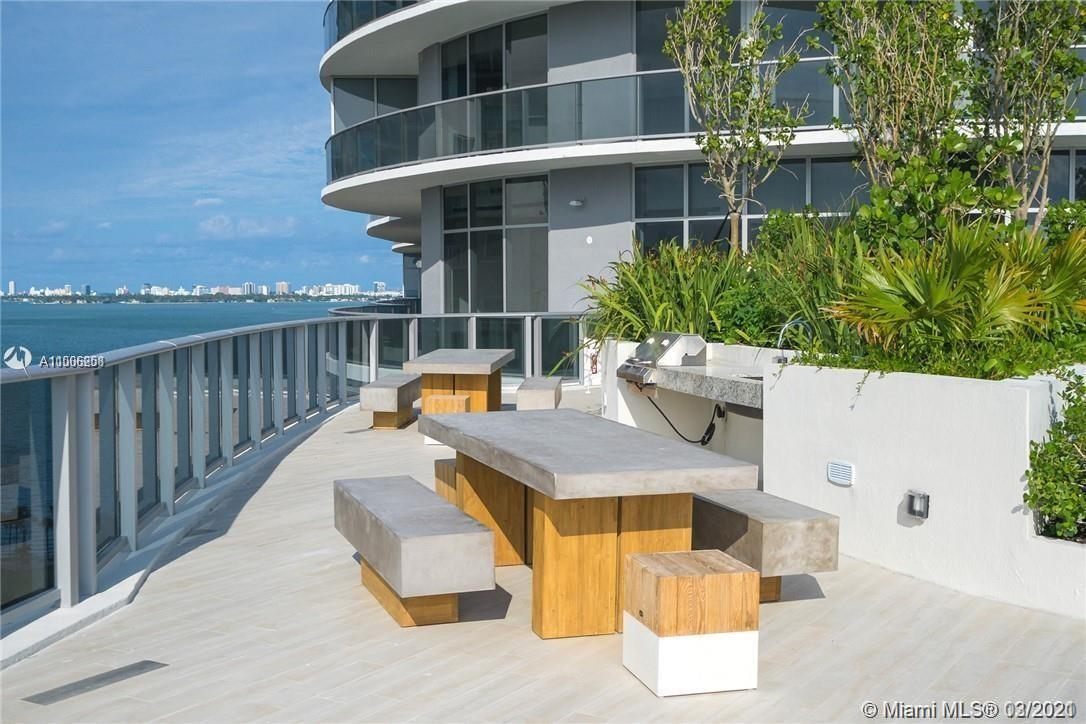 Amazing brand new 2 bedrooms and 3 baths plus den at Aria on the Bay. Great split plan unit with lar