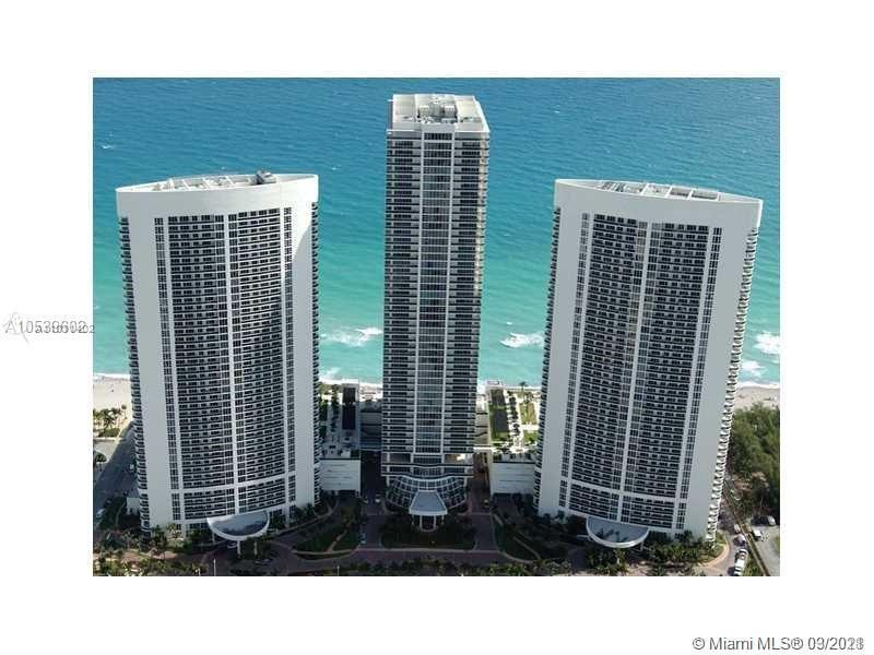 Beautiful Condo with Amazing Intracoastal and City Views. Spacious 1 bedroom 1 bathroom apartment. T