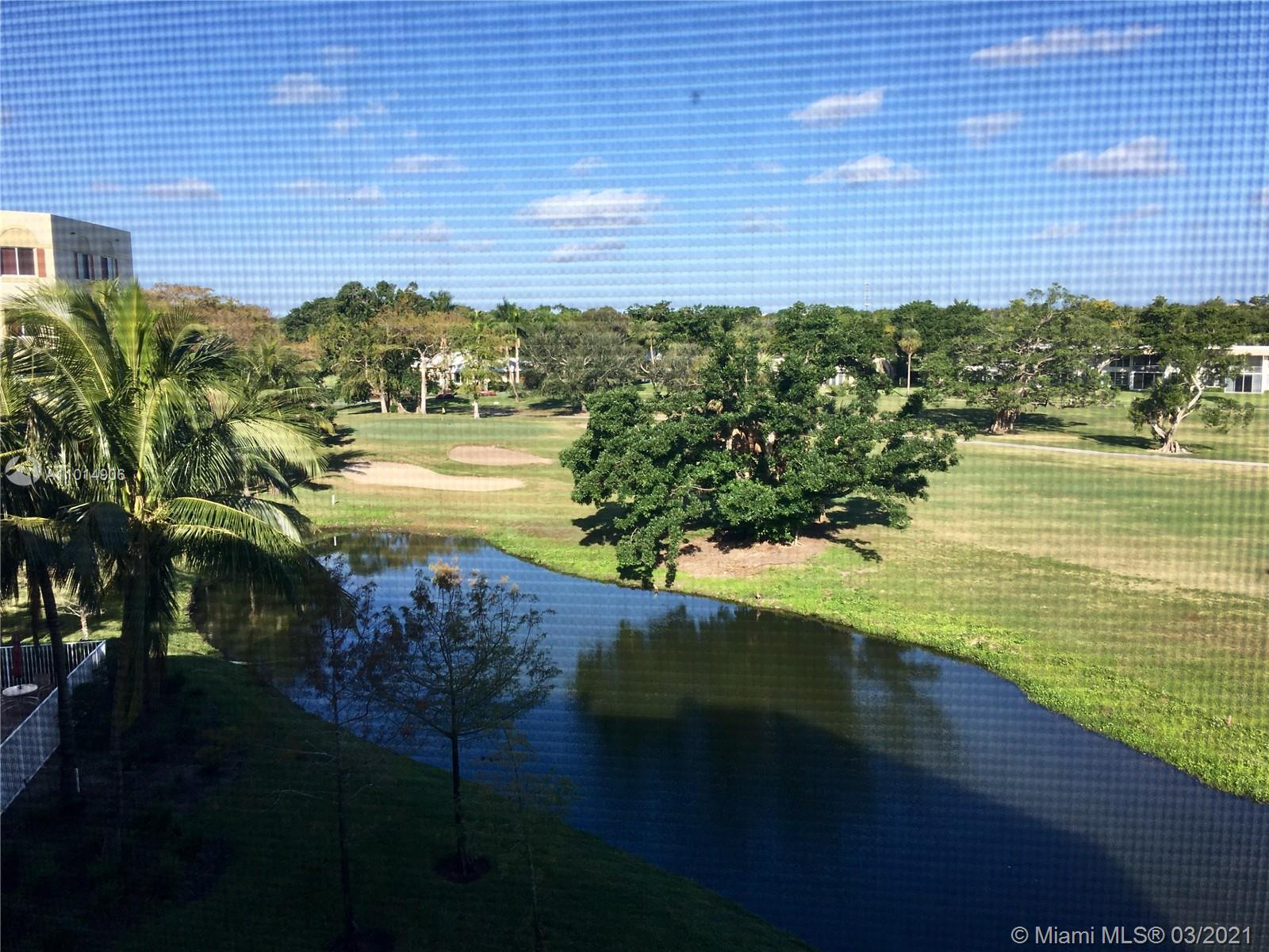 Rarely available 3 bedrooms / 2 bathrooms unit with fabulous view. 2 Pets up to 35lbs permitted.  F