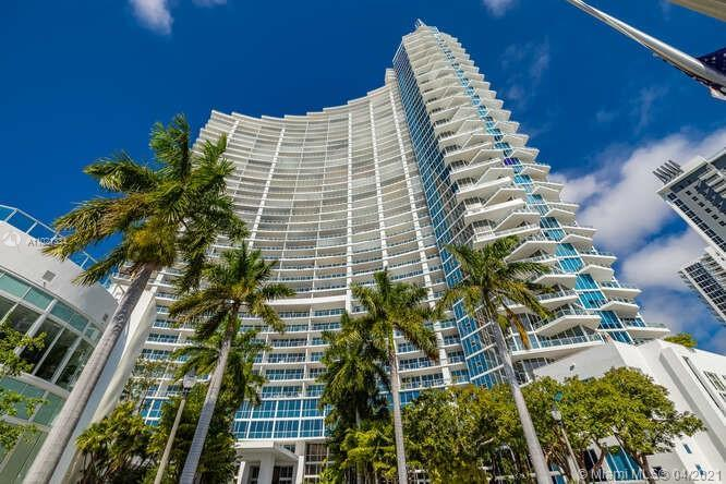 Turn key residence in the sky in exclusive Paramount Bay. Bright and spacious, designed by: Steven G