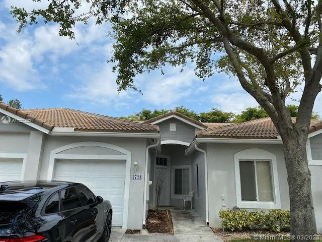 Beautiful Villa 3/2 w/garage in excellent community, best school in the area, only 7 minutes from th