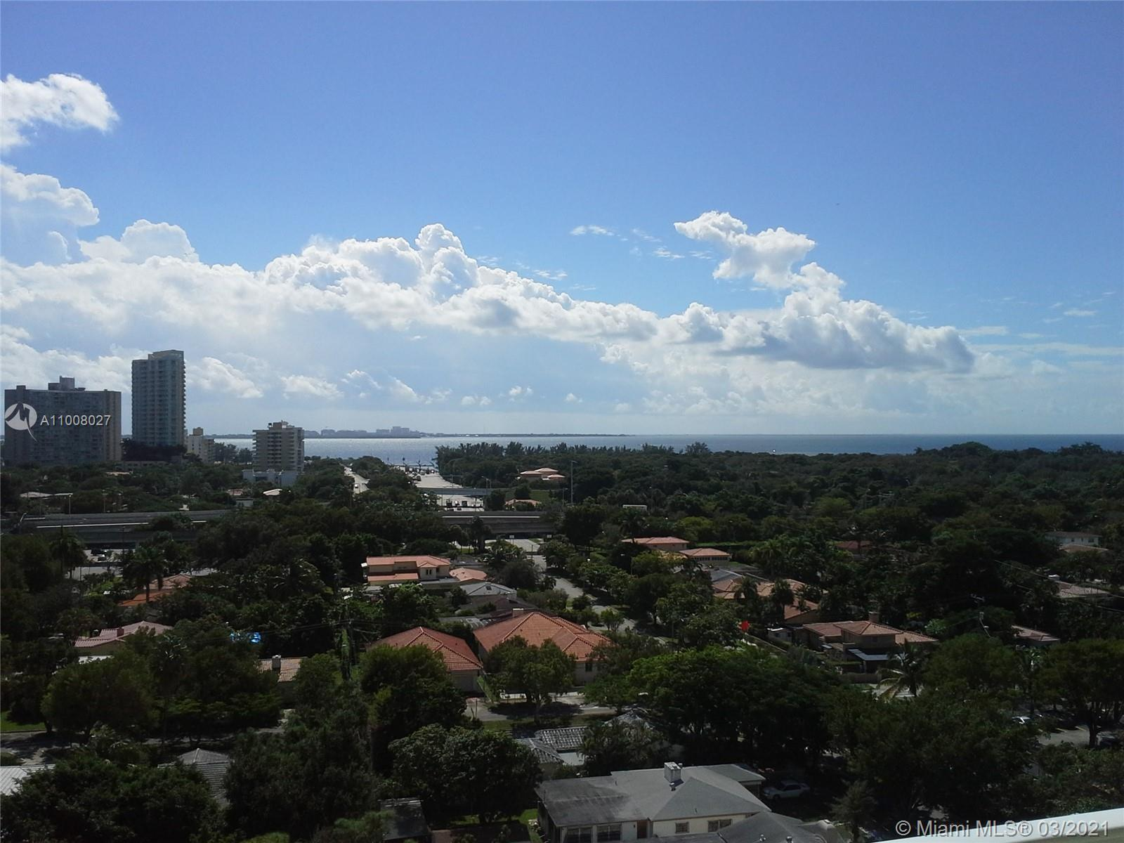 180 degrees views from this beautiful 2 bedrooms and 2 bathrooms unit. Side by side bedrooms. High i