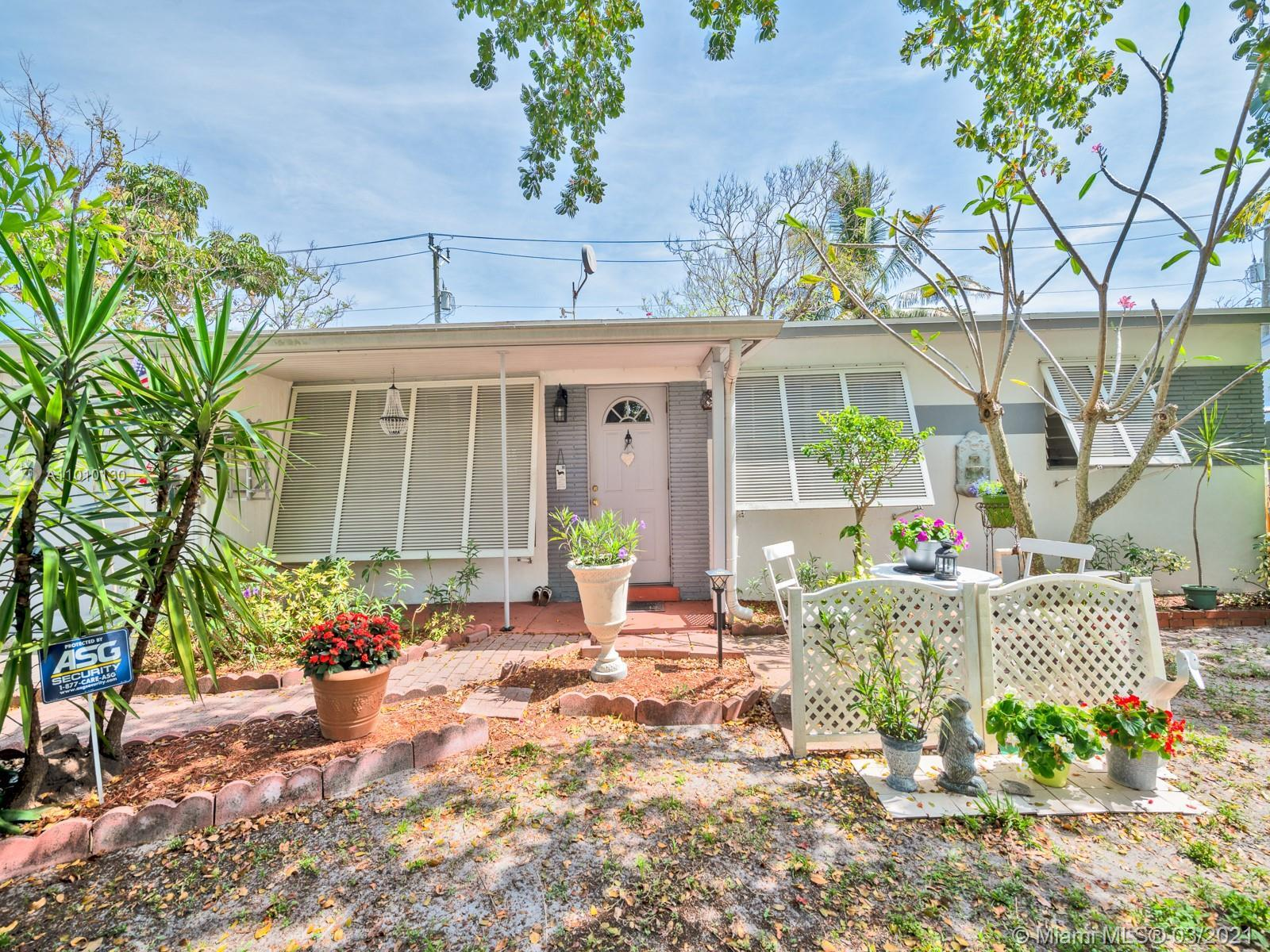 Absolutely Adorable! Three bedroom, one bathroom, one car garage home in Collier Manor. This Property shows pride of ownership! Situated in a very high and dry lot. Natural gas, lots of natural light and a wonderful entertainer's backyard. This property will not last.