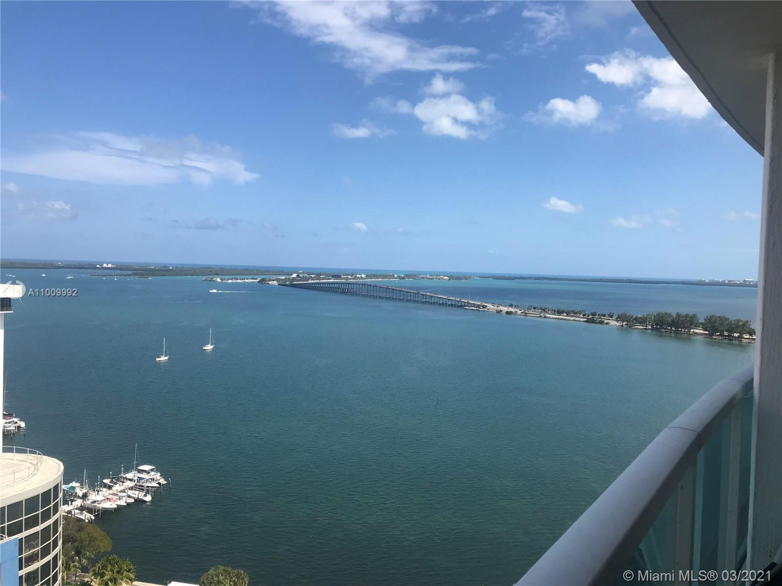 Amazing 1bedroom/1bathroom with great views of Miami skyline as well as Biscayne Bay. Large private