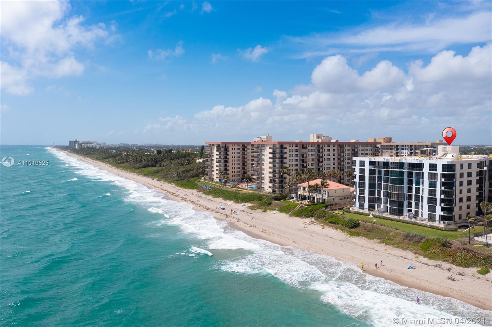 Ocean Front Penthouse 3 Bedroom split Plan Beauty. Oversized NORTHERN exposure with Gigantic open Ba