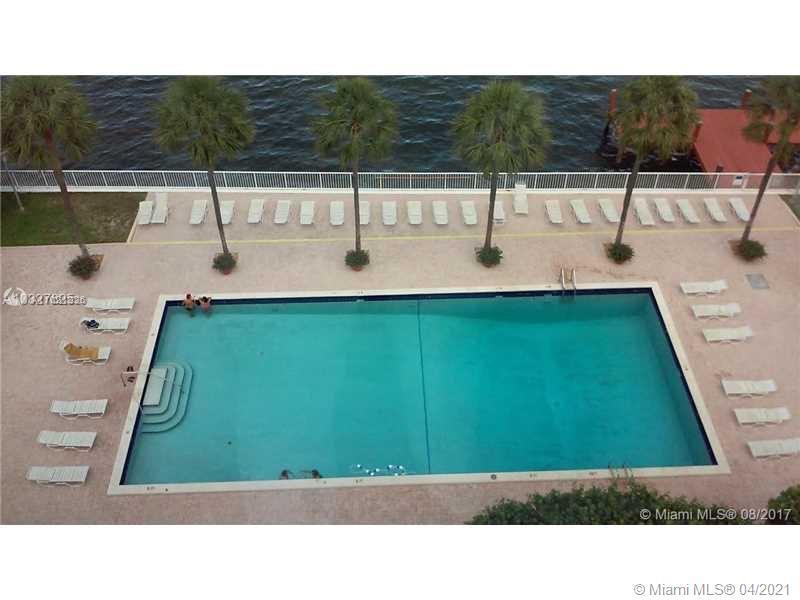 Location ! Location ! Near Miami Beach, walking distance to Midtown, 5 minutes to Brickell restauran