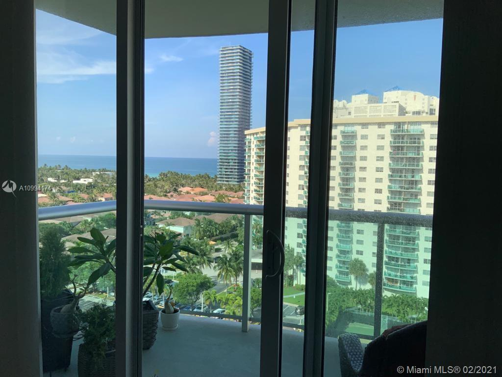 Bright Large and Remodeled 1 bed room and 1.5 bathrooms apartment. Fully furnished. View of Ocean an