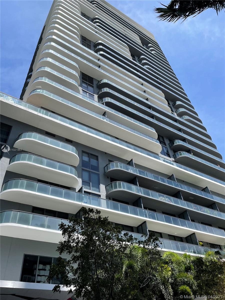 Beautiful condo 1 bed + 1 bath. Modern open floor plan. Awesome location near to restaurants, shops,