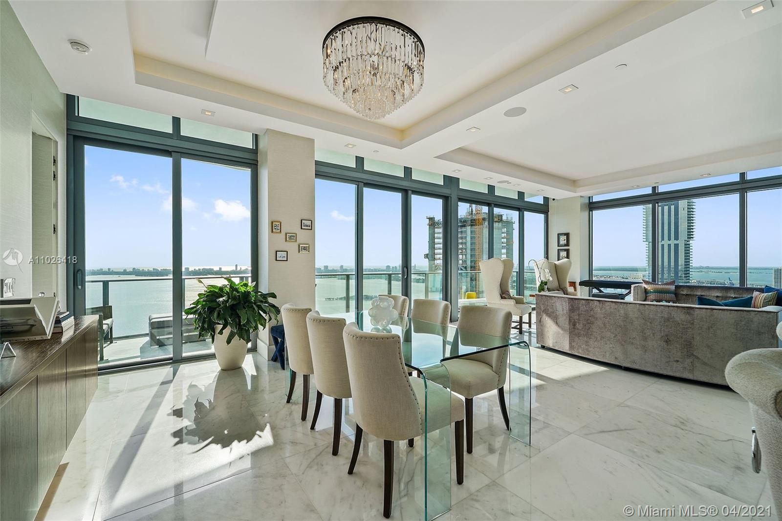 Impeccable PH 5beds/4.5baths - 11ft ceiling - breathtaking bay, ocean & city views. Custom designed