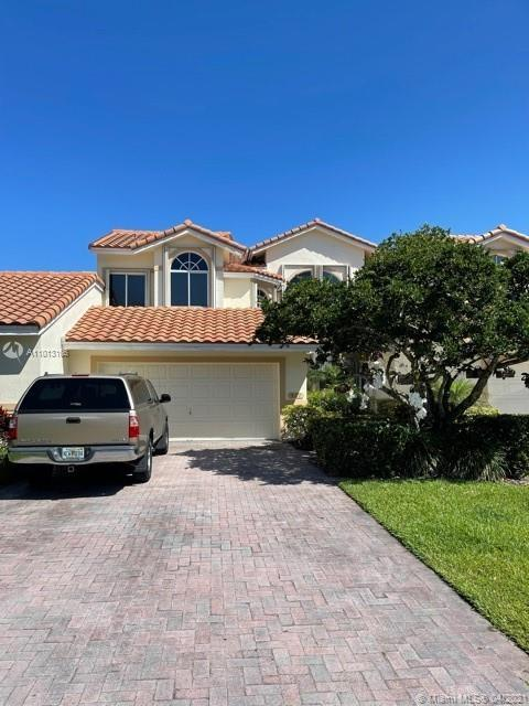 New Price Reduction..!! Welcome to Fairview Pointe in Palm-Aire! The master bed is downstairs and in