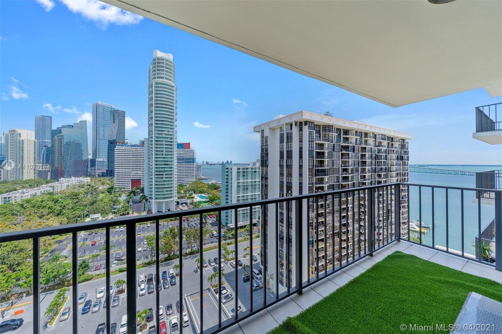 Beautiful apartment, remodeled, open kitchen, ceramic floors, view of the city and the bay in the ic
