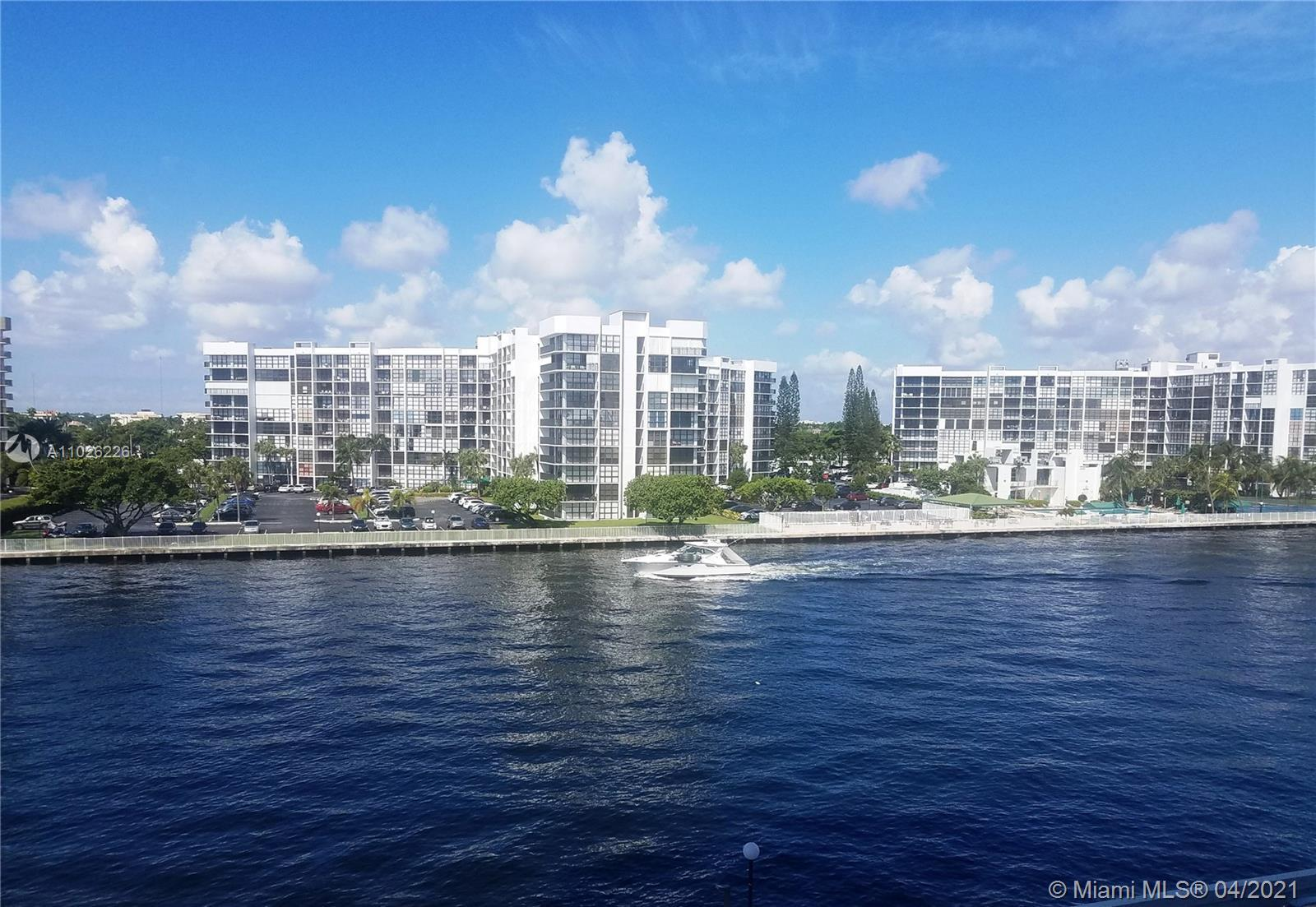 Expansive unobstructed view of the intracoastal and pool from this large 1 bedroom 1.5 bath on S Oce