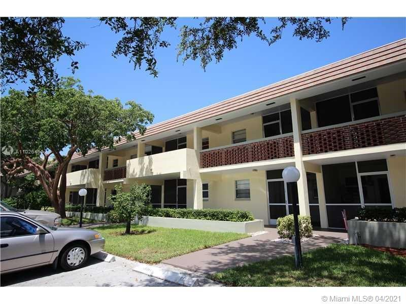 Spacious 2 bedroom & 2 full bath condo. Walk 4 blocks to beach! Boat dock available to owners. Compl