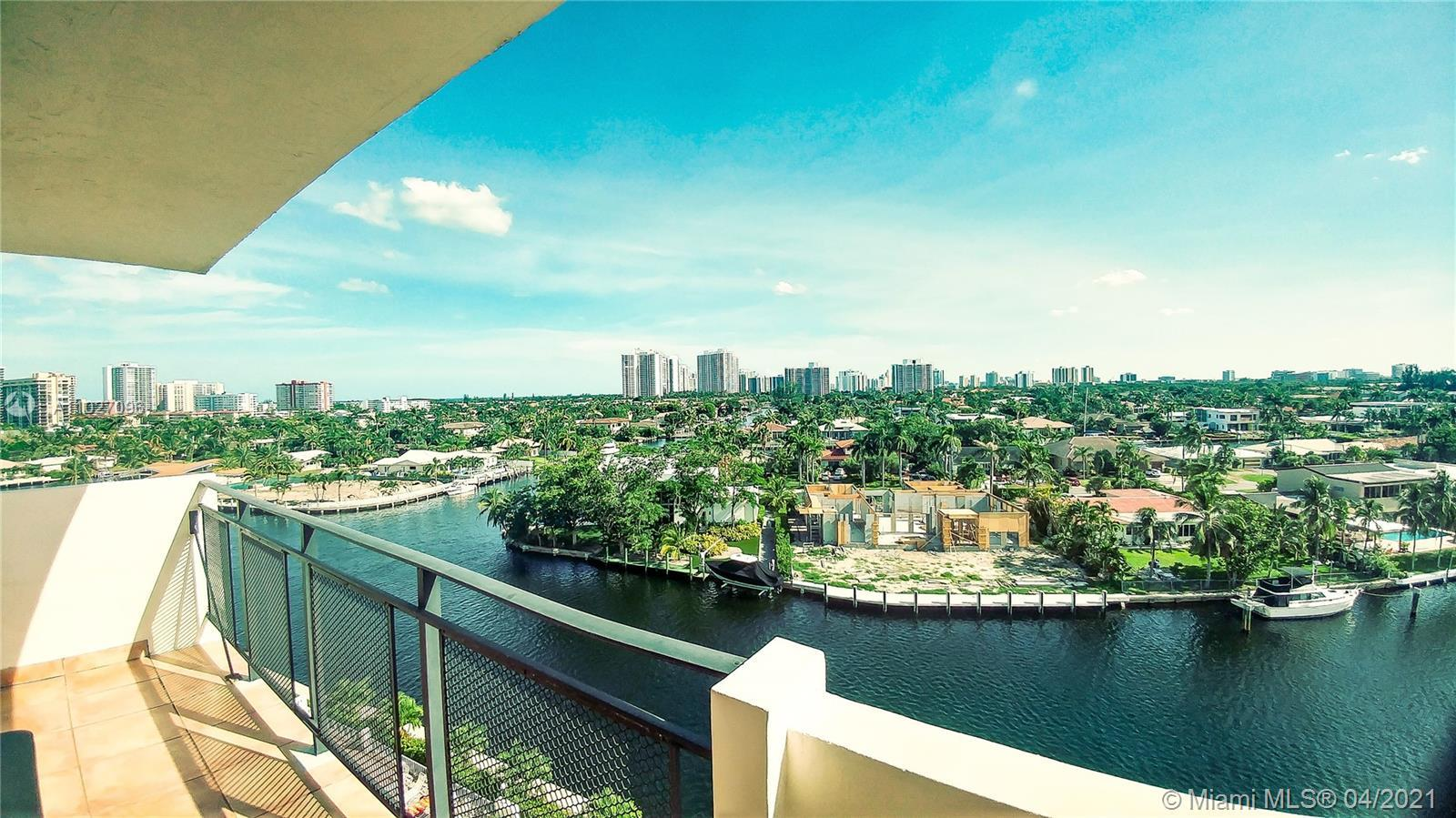 Amazing canal and intracoastal view form this 2 Bedrooms and 2 Bathrooms spacious and very bright ap