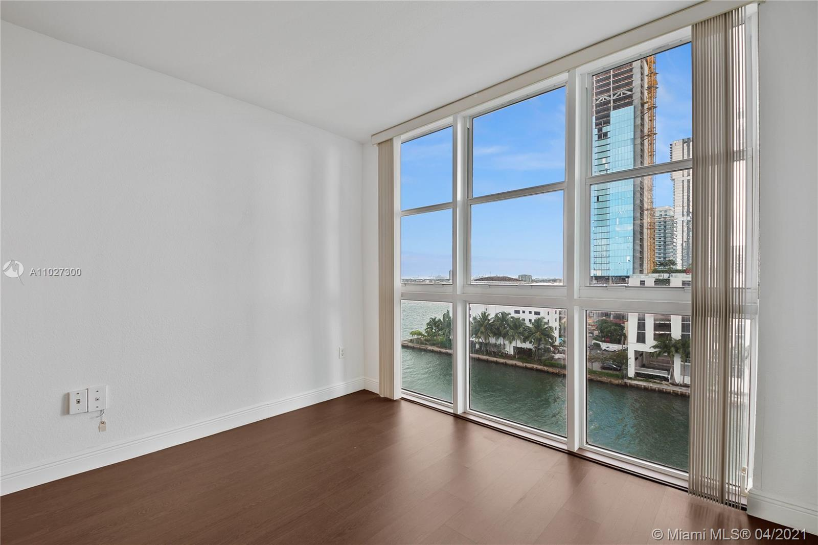 Great one bedroom with amazing water views in boutique, bay-front building. Excellent location close