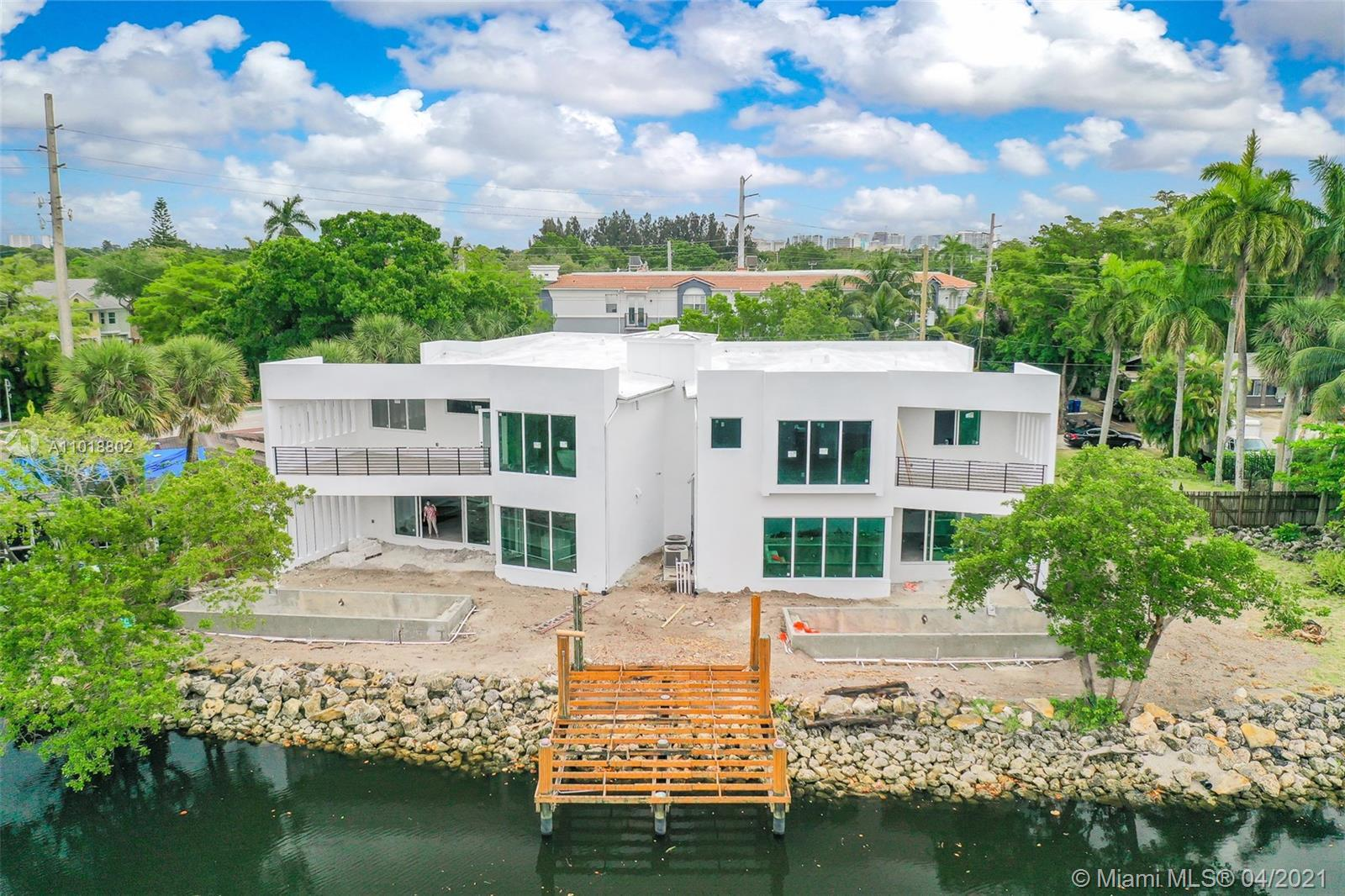 Espetacular new construction gorgeous views of the Middle River. Two units in place, developed by In