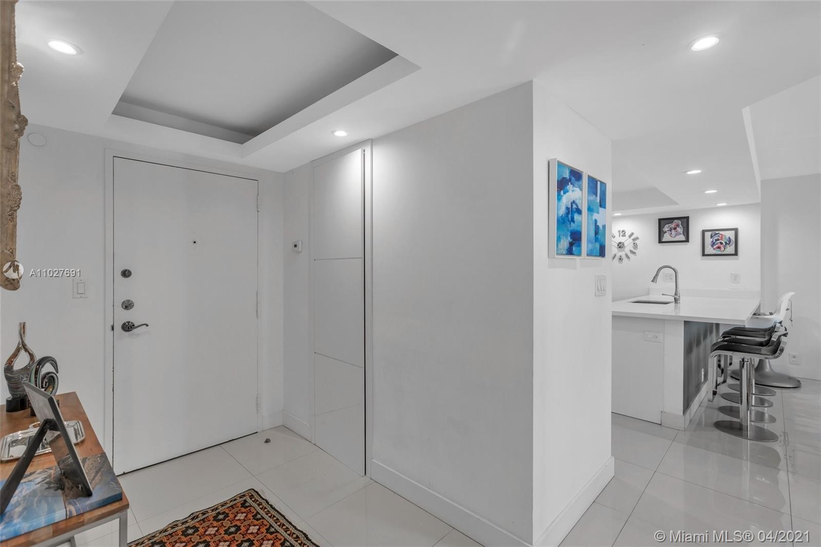 Fully-renovated move-in ready 2 bedroom + 2 bathroom apartment in coveted Brickell Place B Tower. Th
