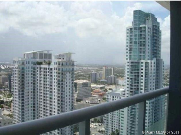 AMAZING STUDIO, ENJOY THIS RESIDENCE IN THE HEART OF BUSINESS DISTRICT, WALKING DISTANCE TO BAYSIDE