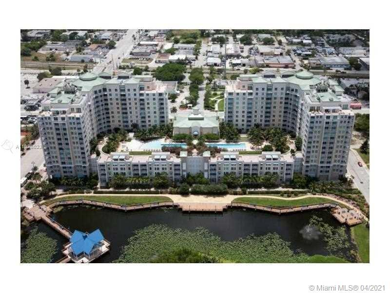 Nicely maintained unit in beautiful Casa Costa Condominium. Original finishes. Washer and Dryer re