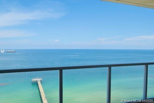 LUXURIOUS DIRECT OCEAN FRONT CONDO, 1,602 SQ.FT./142 M2 PLUS BALCONY. MASTER BEDROOM HAS AN INCREDIB