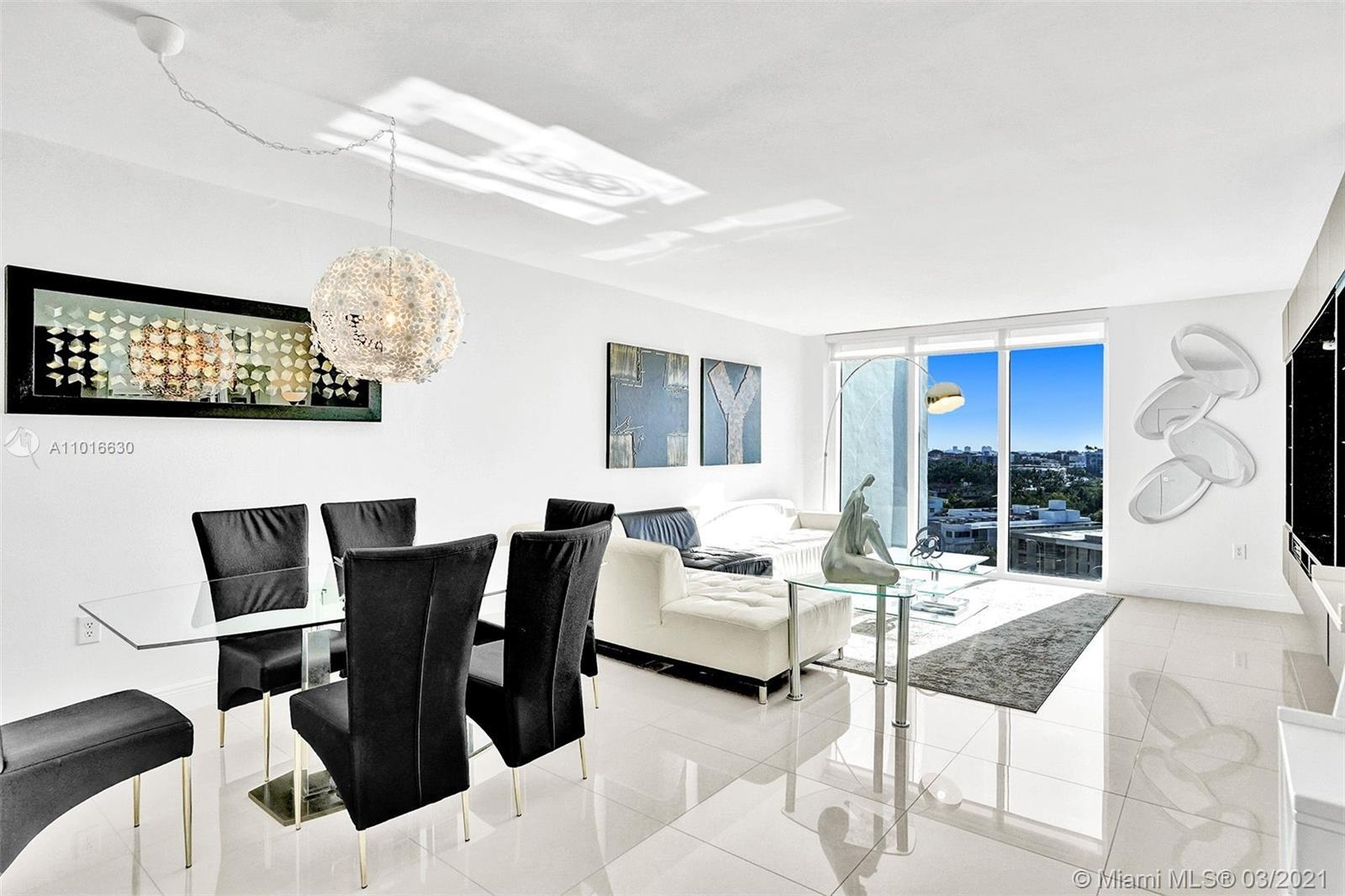 Fantastic TURNKEY UNIT! 2 bedrooms and 2 bathrooms in the prestigious Harbour House building in Bal