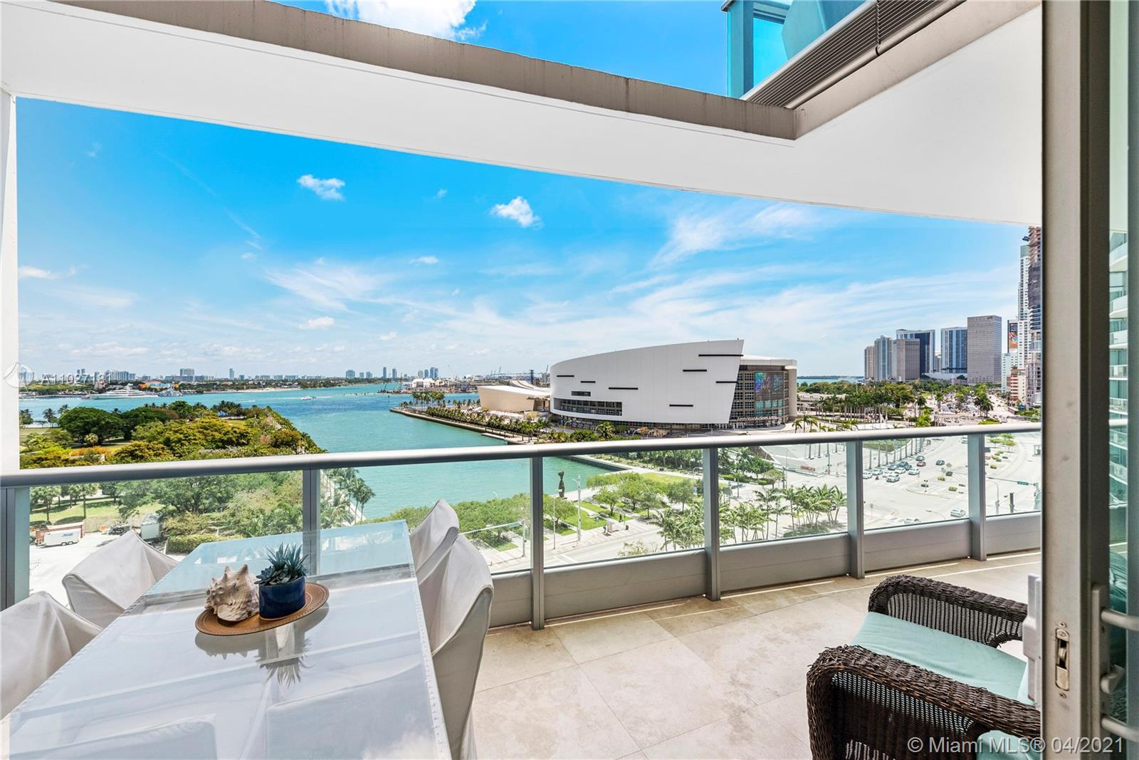 Beautiful two-story apartment with spectacular bay and ocean views. Spacious 3 Bed + Den, 3 Full Bat