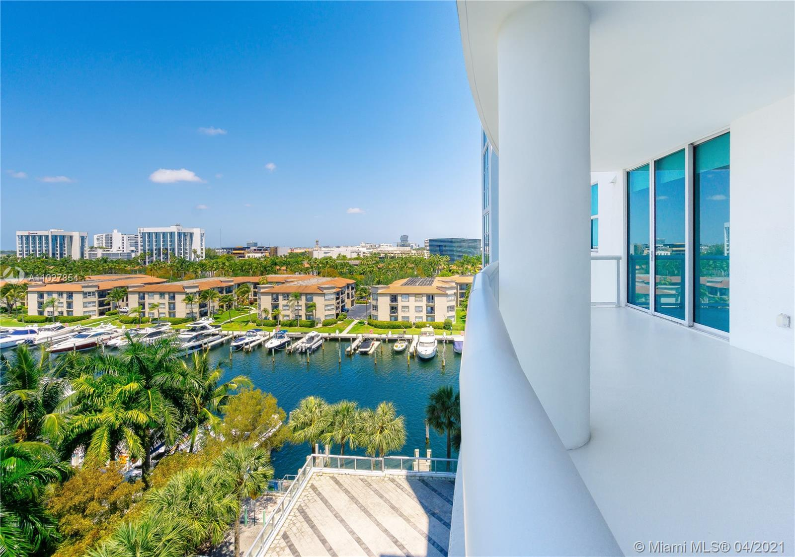 BEST LINE AND EXPOSURE .Exceptional & spacious property with an amazing view of the marina & pool, l