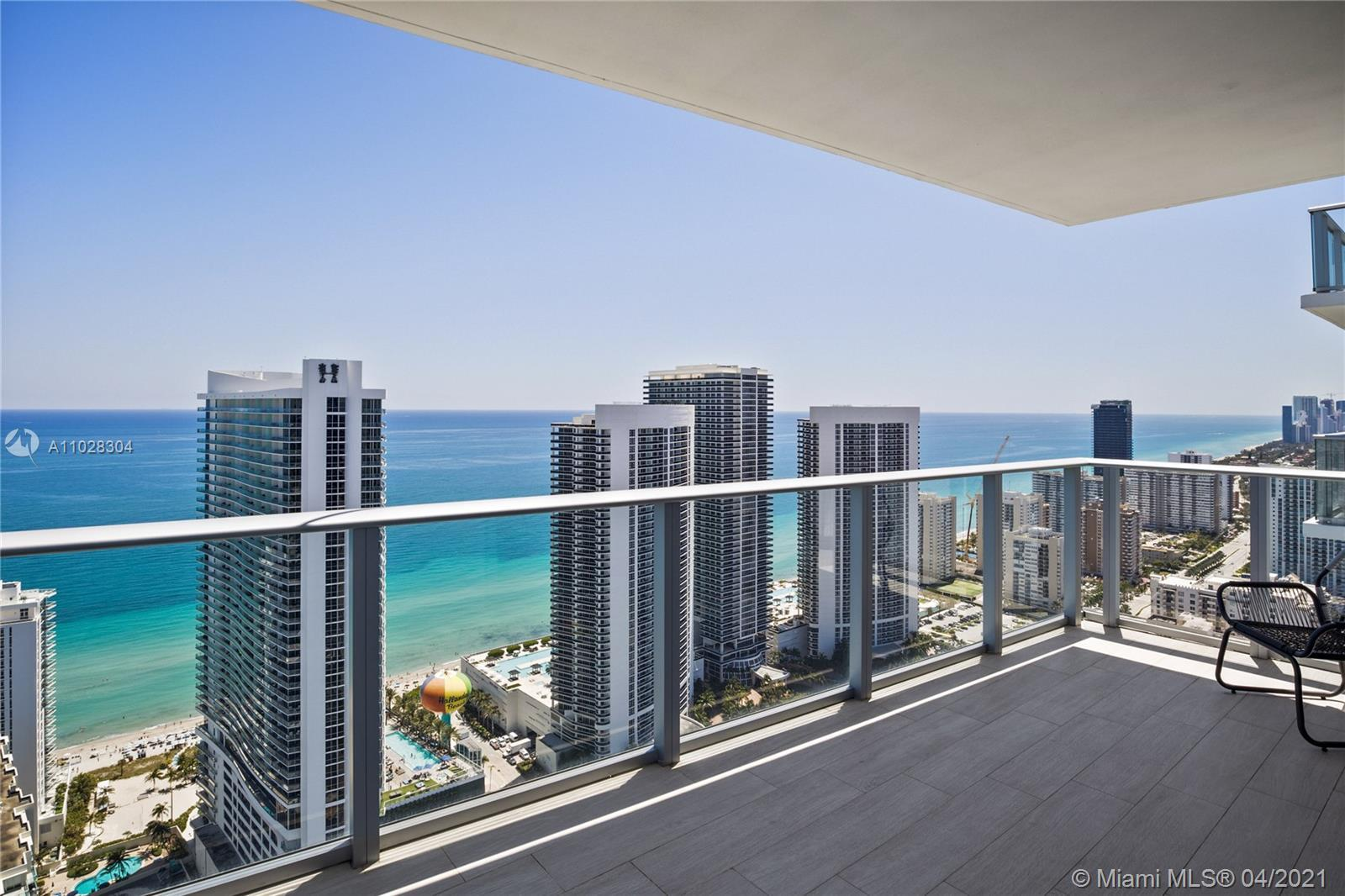 Impressive penthouse corner unit with stunning views of the