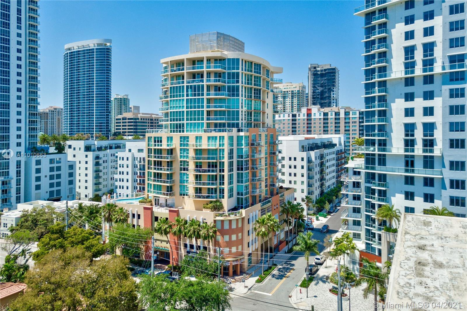 LAS OLAS LUXURY BOUTIQUE CONDO  1 bedroom+Den with 2 full baths. It can easily be converted to a 2 B