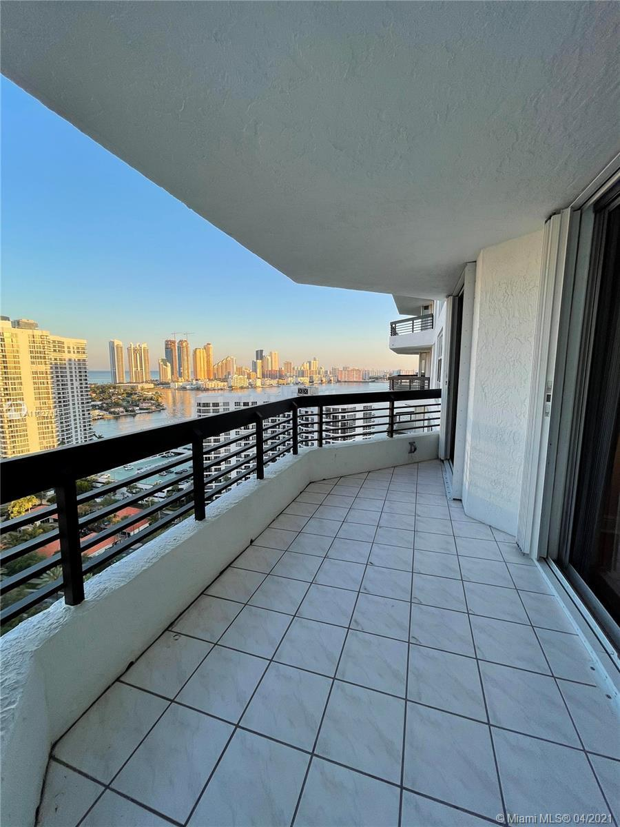 Enjoy the Panoramic views of the water, city, skyline!! Spacious and bright Condo