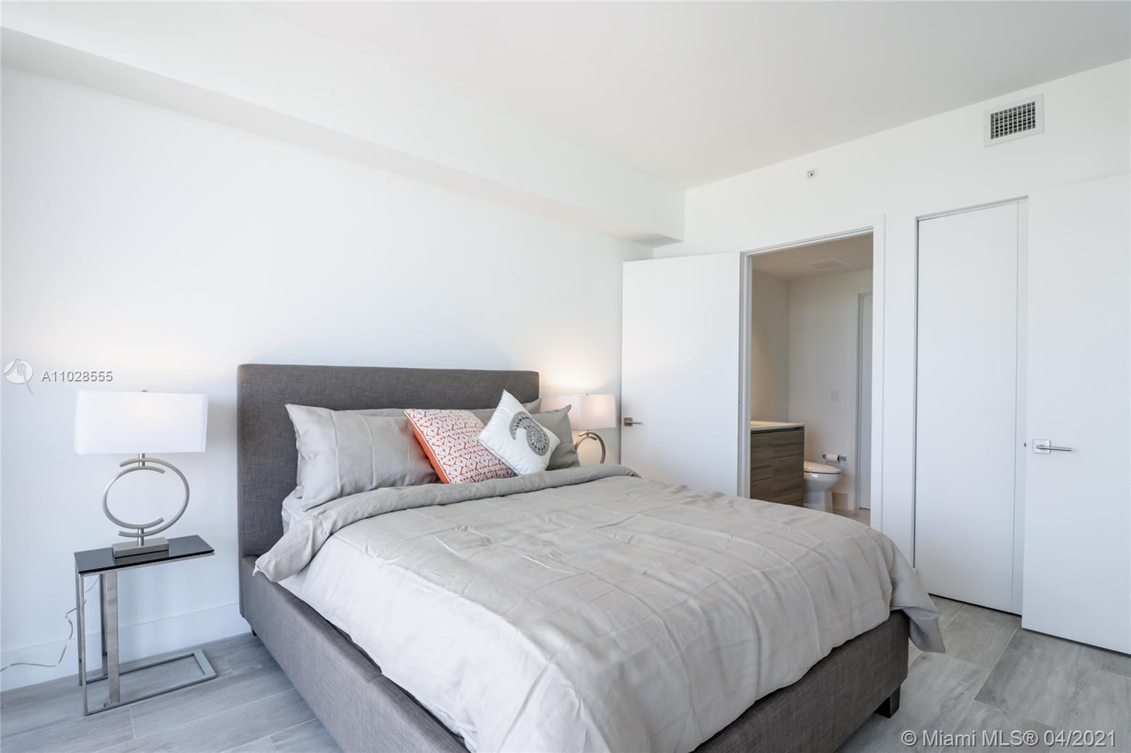 Opportunity. Priced to sell. Fully Furnished and Decorated Unit at new HYDE Midtown. Split floor pla