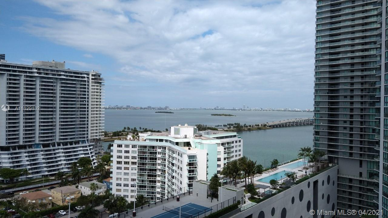 Amazing 1 bedroom and 1 1/2 bathroom apartment in the heart of Miami. Beautiful views. High ceilings