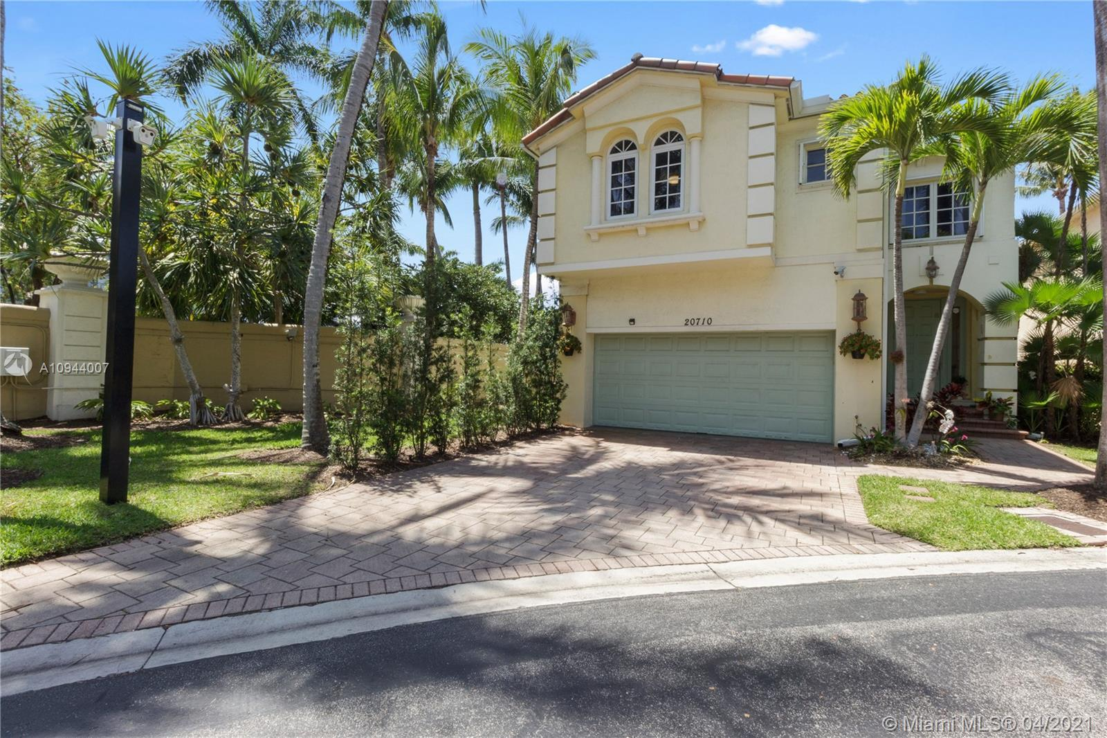 Back in the Market after 2 months! Gem corner private lot in Aventura Lakes, deep, wide fantastic la