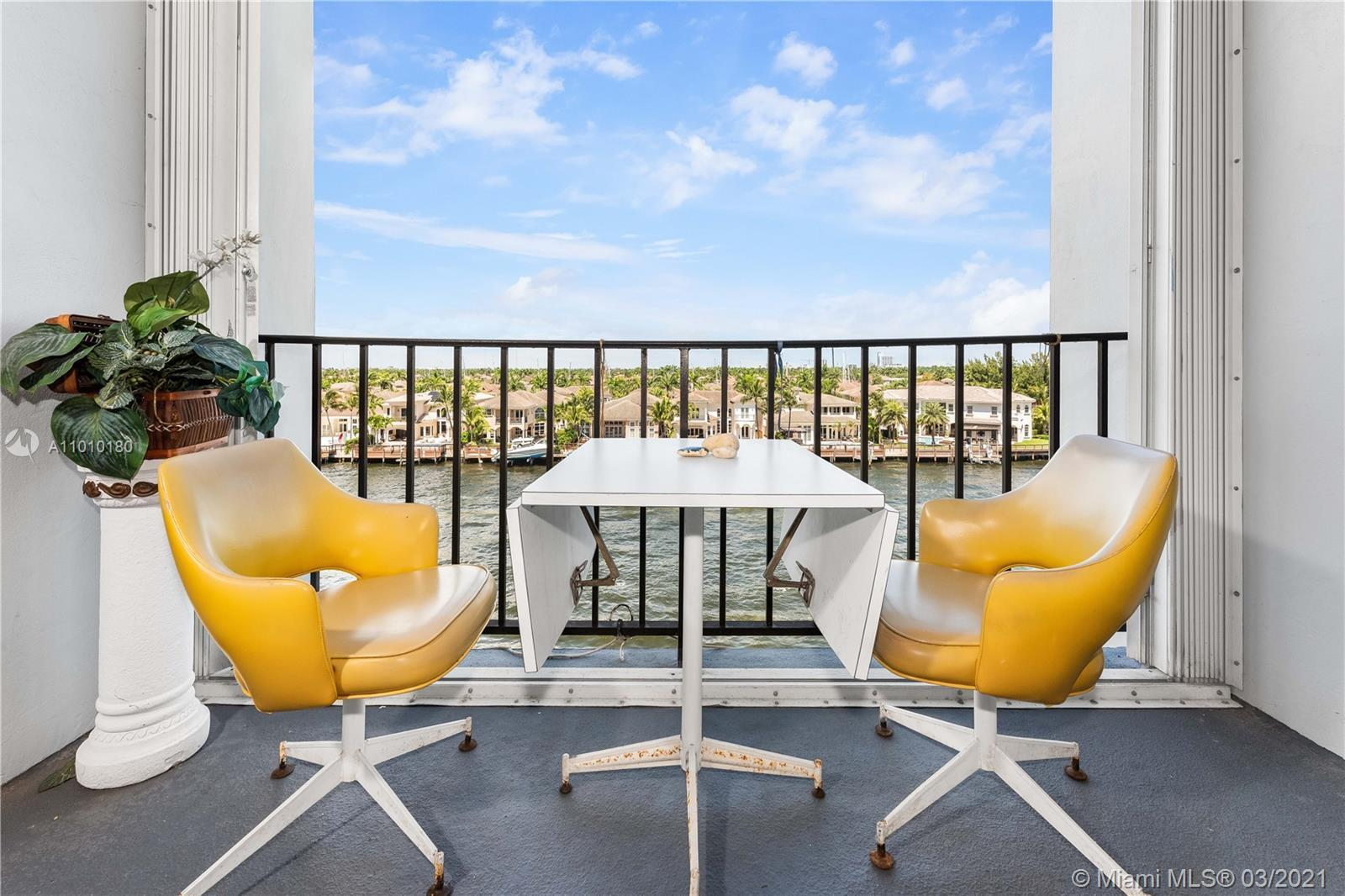 Direct Intracoastal views. Enjoy daily boat parades from the covered balcony. Remodeled corner unit