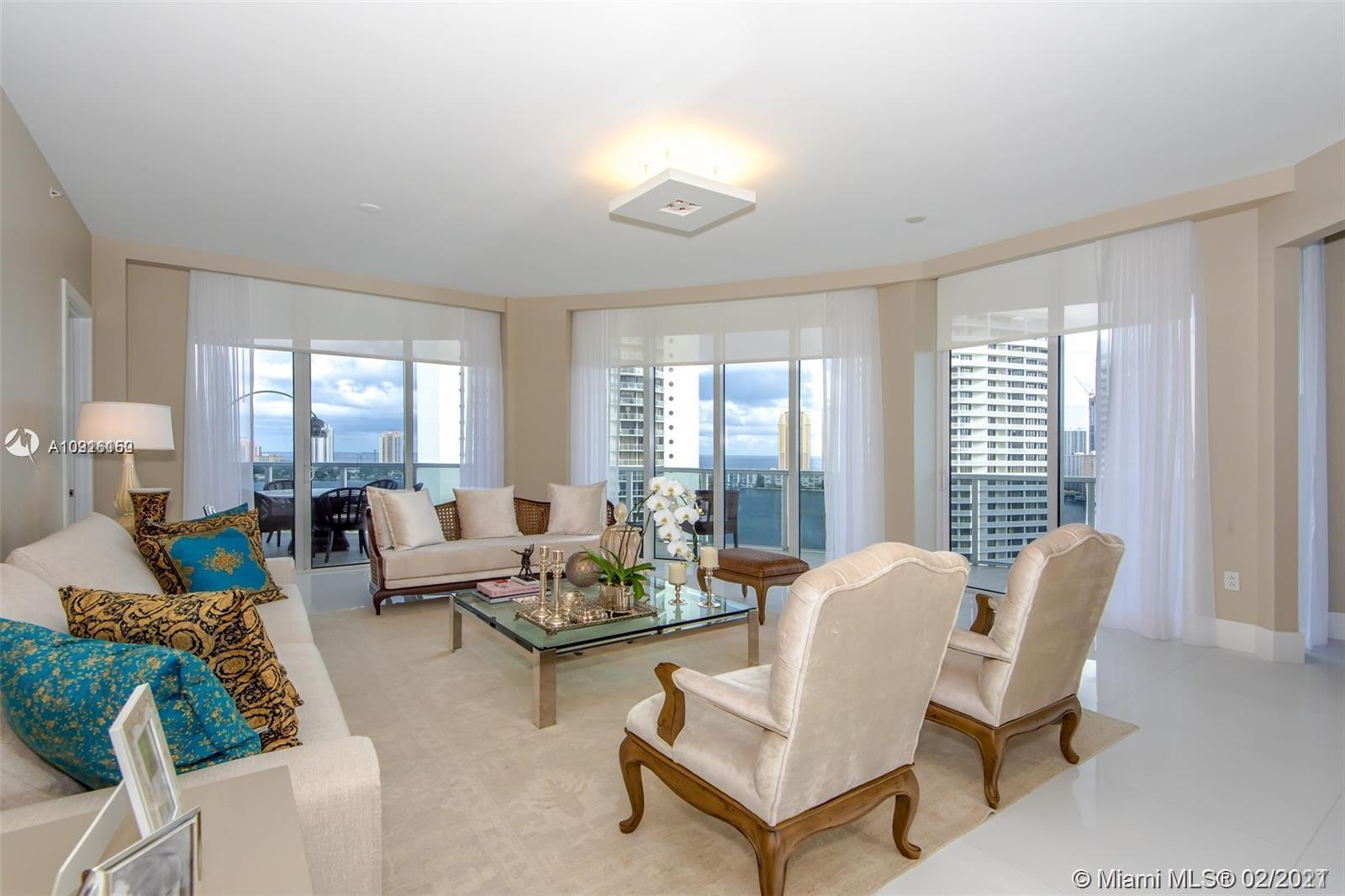 Spectacular 3 bedrooms and 3.5 baths overlooking the intracoastal and the City skyline, professional