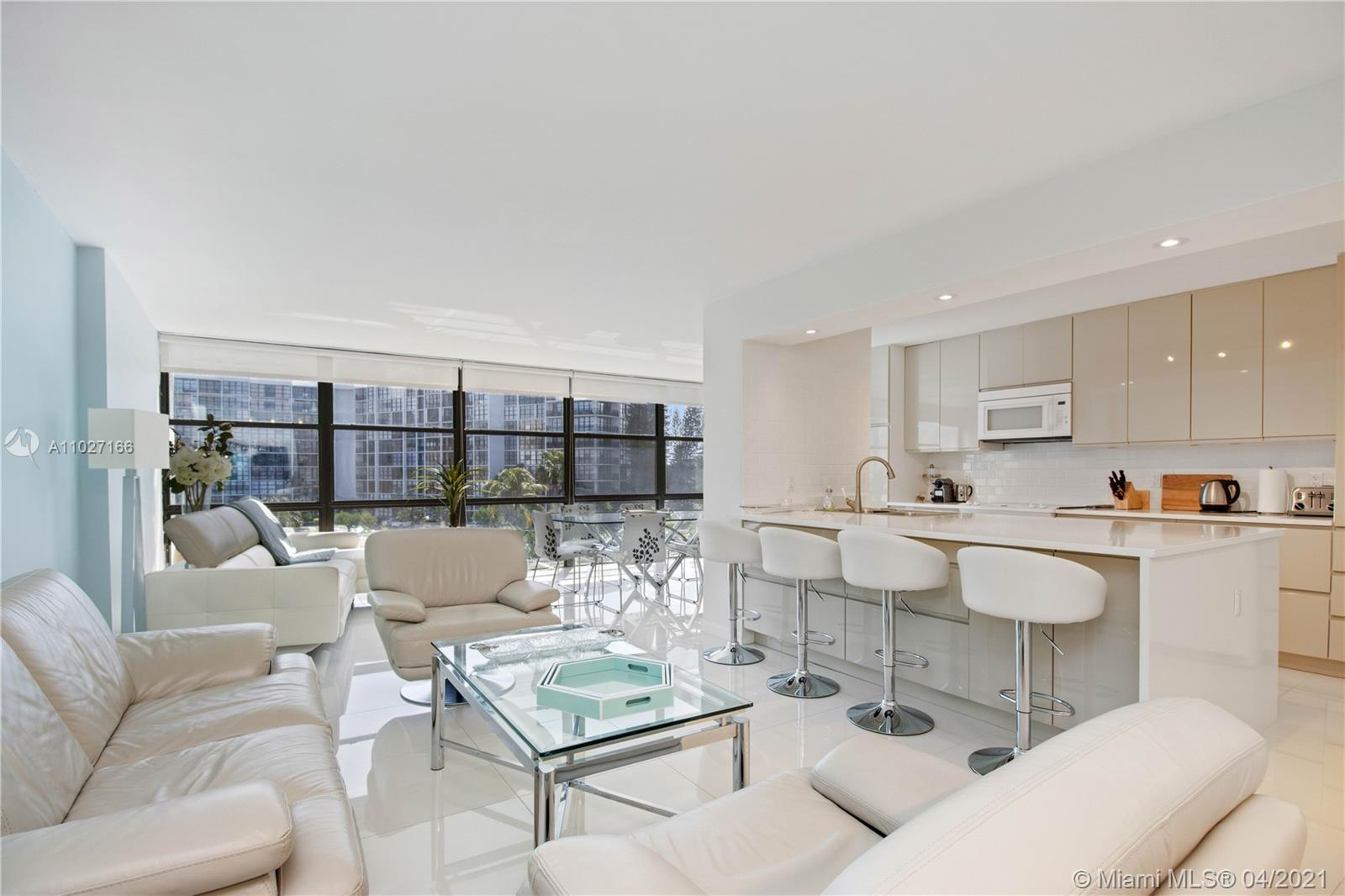 Spectacular fully renovated 2 Bedroom & 2 Bathrooms. Magnificent South East exposure with stunning I