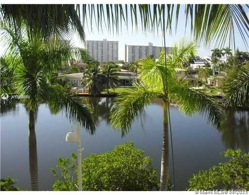 Unique 2bed/2bath with Den. Condo in Oceania Tower-V with very high 16' ceiling. One of two in the e